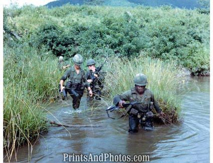 Vietnam Soldiers Cross River An Ke  2485