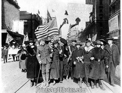WWI Armistice Day Soldiers & Wives  4005