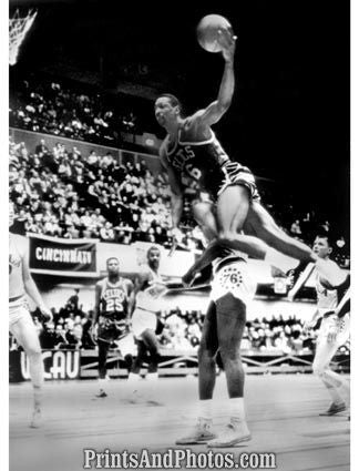 Celtics Bill Russell Leaping  4772