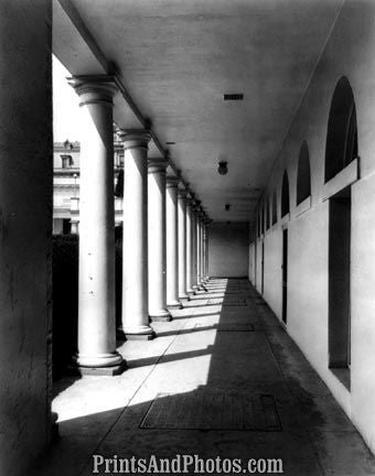 Early White House Portico  5185