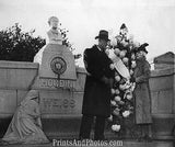 Beatrice Houdini at Grave  6664