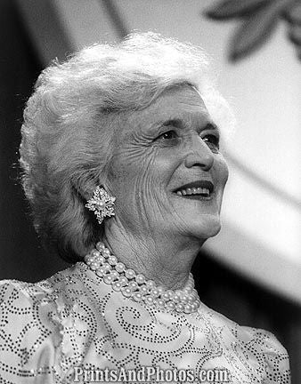 1st Lady Barbara Bush  6718