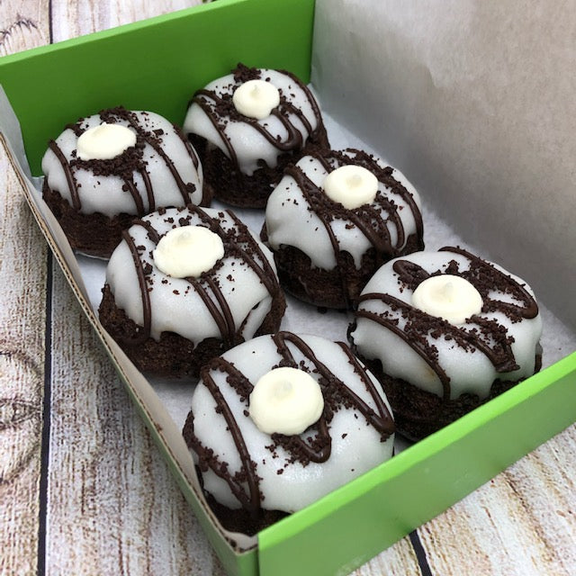 Cookies & Cream Mini Bundts (6 Pack)