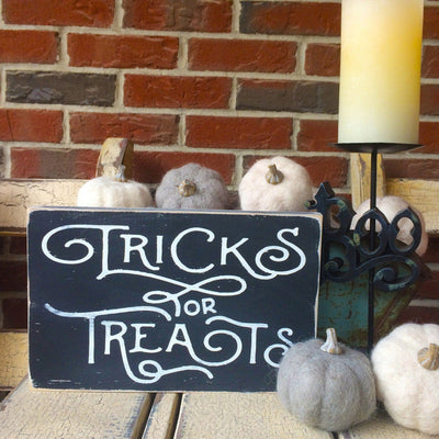 Halloween Tricks or Treats, sign, Barn Owl Primitives, home decor, vintage inspired decor