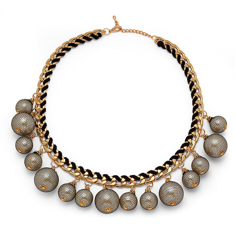 Fashion Jewelry Necklace With Decorative Pearls