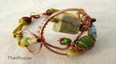 Graceful wire and leather bracelet