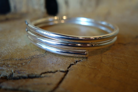 Handcrafted solid sterling .925 silver bangle bracelet from Taxco, Mexico