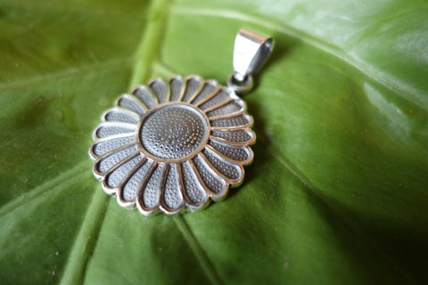 Handcrafted solid sterling .950 silver flower pendant from Taxco, Mexico