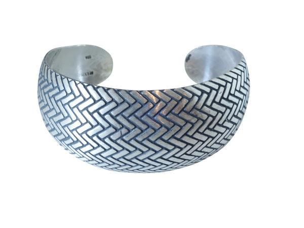 No Mas! 2.5cm x 6cm Sterling Silver Bracelet with Herringbone Pattern