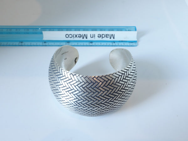 No Mas! 4cm x 6cm Sterling Silver Bracelet with Herringbone Pattern