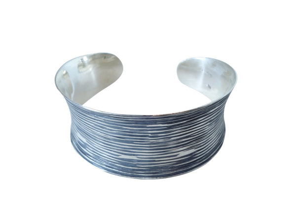 No Mas! 2.5cm Convex Striated pattern Silver bracelet