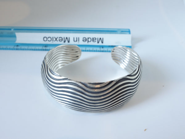 No Mas! 2cm x 6cm Concave with wave pattern solid silver bracelet