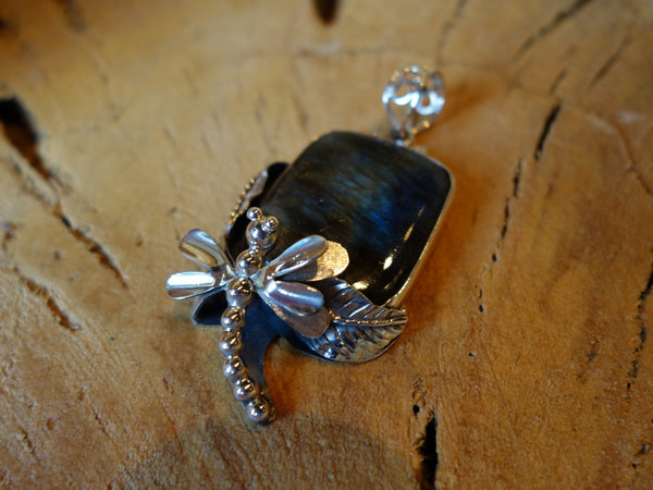 No Mas! 925 Silver Pendant with  Dragonfly square Labradorite stone