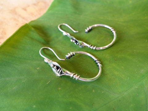 No Mas! 4cm HANG 925 Silver Calililly Hoop Earrings