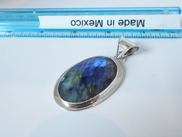 No Mas! 4.5cm Faceted Laboridite Solid 925 Silver Pendant