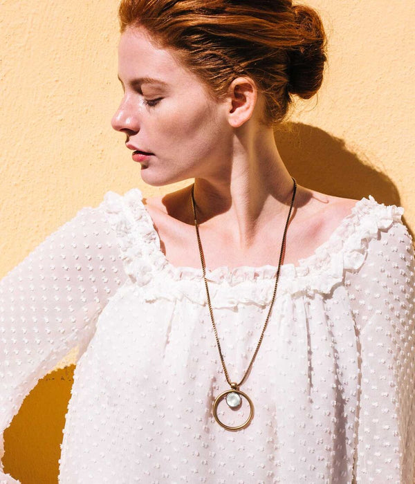 CECELIA PENDANT NECKLACE IN WHITE