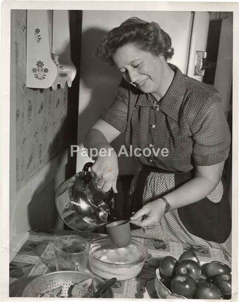 "Woman Baking with Apples vintage original old c. 1940s-1960s 7"" x 9"" photograph grandmother"