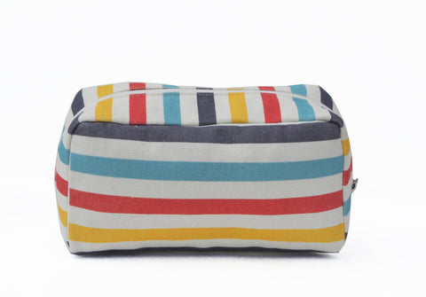 Multicolored geometric dopp kit