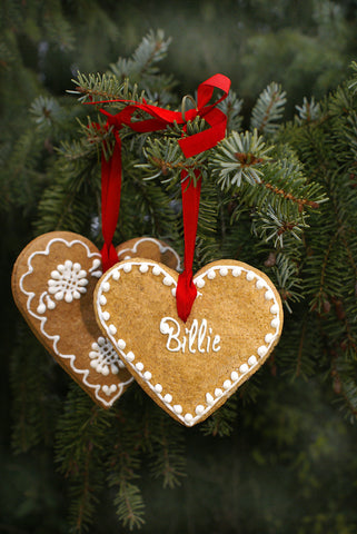 Gingerbread Hearts On Pine Branches / 100496