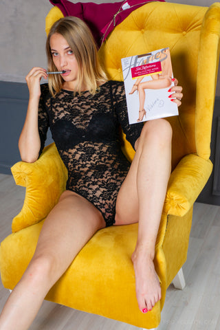 PANTYHOSE of VIKTORIA 2018-10(1) Hanes Ultra Sheer