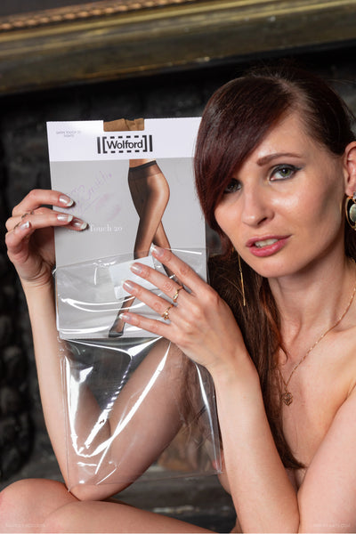 PANTYHOSE of JENY SMITH 2019-07(1) Wolford Satin Touch 20