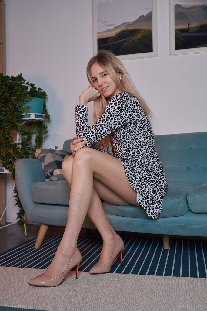 KATE S. PANTYHOSE - BURBERRY from 2020-06(2)