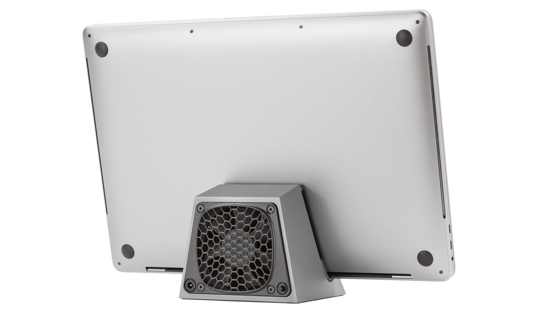 SVALT Cooling Dock model D2 Pro and D1 Pro with 16-inch MacBook Pro