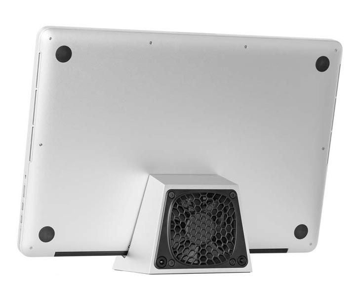 SVALT D2 High-Performance Cooling Dock with MacBook Pro 15-inch Retina display