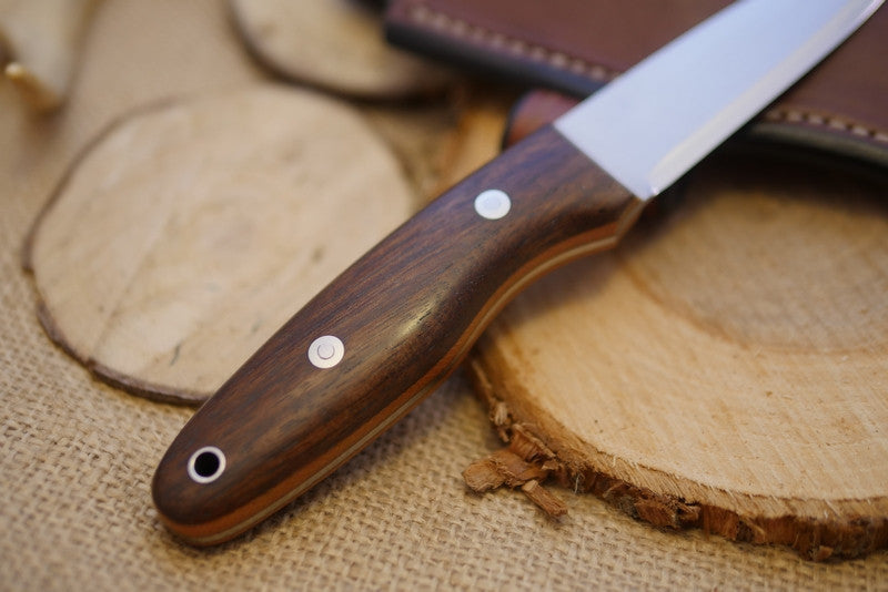 Wayfarer Bushcraft Knife, Walnut Handle Scales