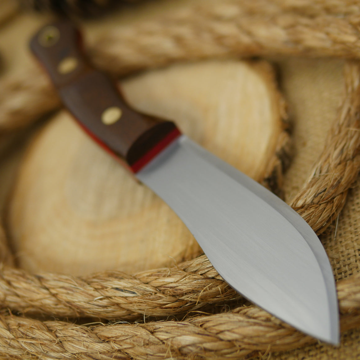Guide: Barbed Wire Burlap & Red Linen - Adventure Sworn Bushcraft Co.