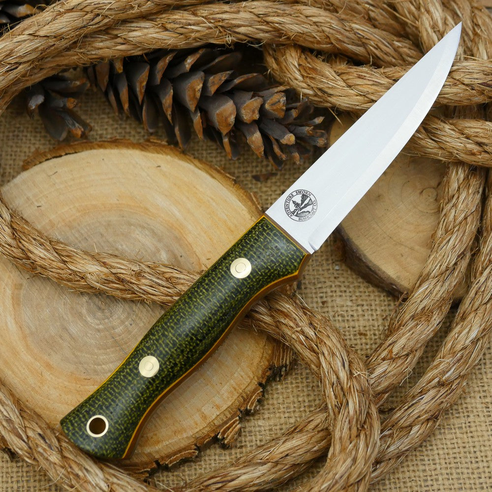 A Voyageur bushcraft knife with evergreen burlap handle scales and double liners