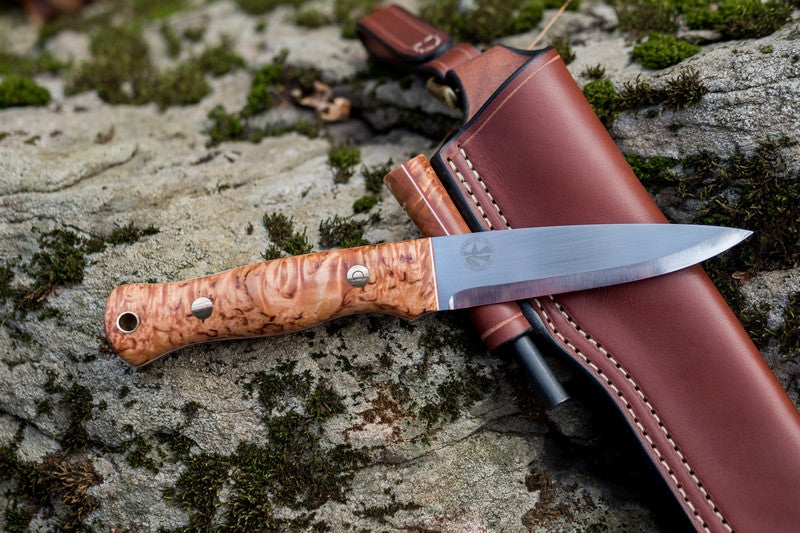 Mountaineer bushcraft knife; karelian birch