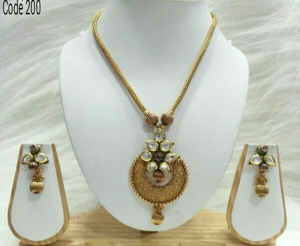 Antique gold pendant necklace set