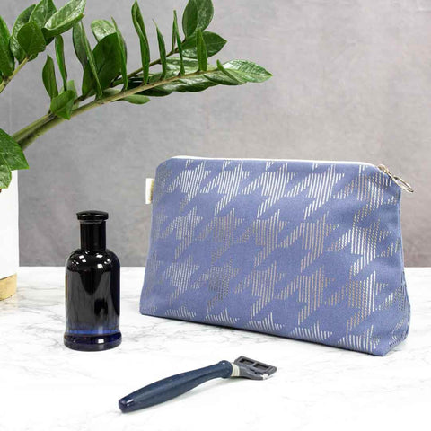 Blue & Gunmetal Dogtooth Men's Wash Bag