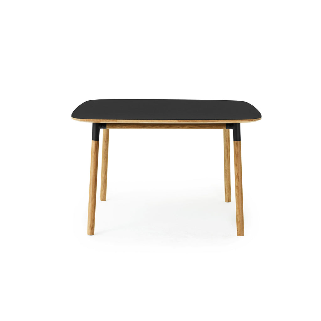 Form Table 120 x 120cm