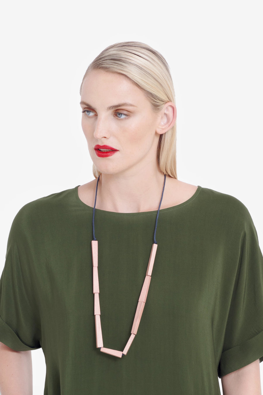 Elk Vakern Half Necklace N2405 Apricot/Navy