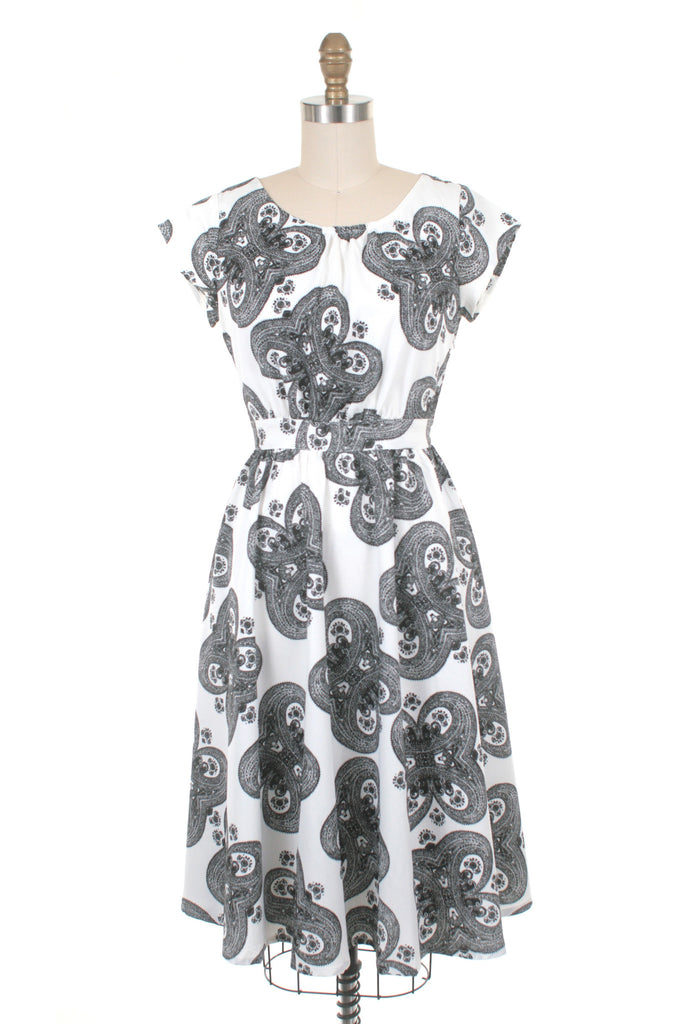 Medallion Dress in White/Black