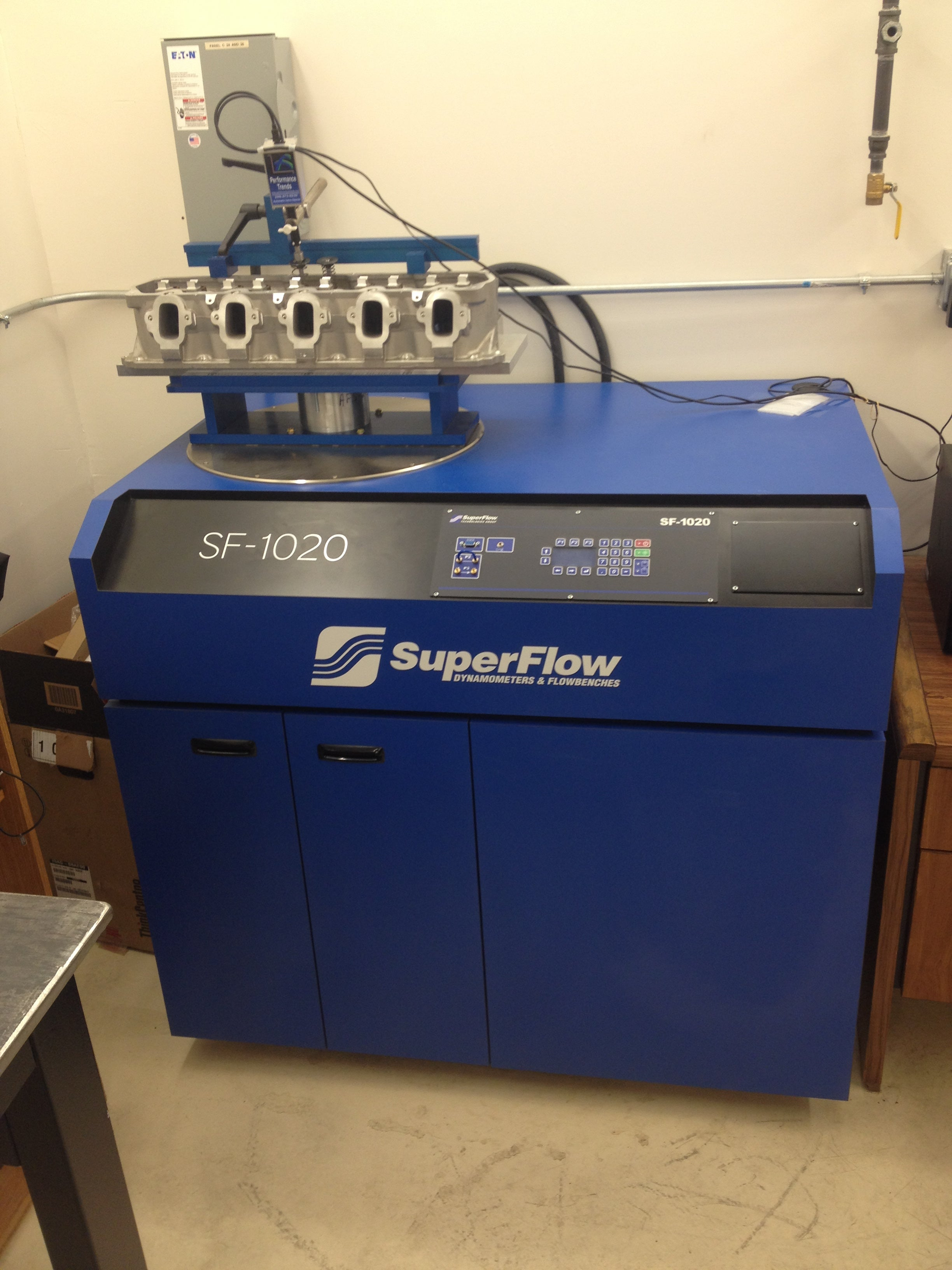 The SF-1020 is SuperFlow's newest high-capacity model. It was designed primarily for engineers and professional engine builders. The SF-1020 is built on the principle that more is better.<br> If you test at higher pressures, you will learn some things you wouldn't learn at lower pressures, only quicker and with greater accuracy.