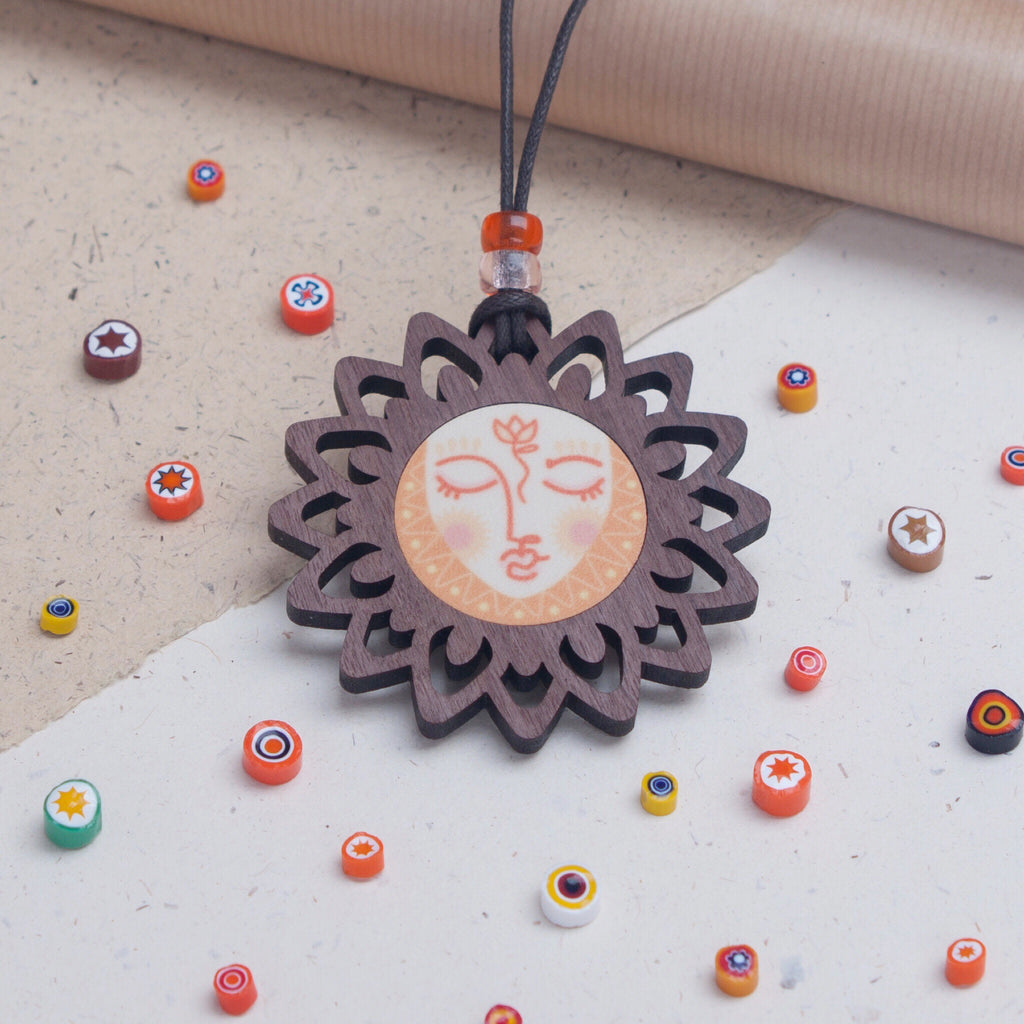 Sun face design wooden pendant necklace