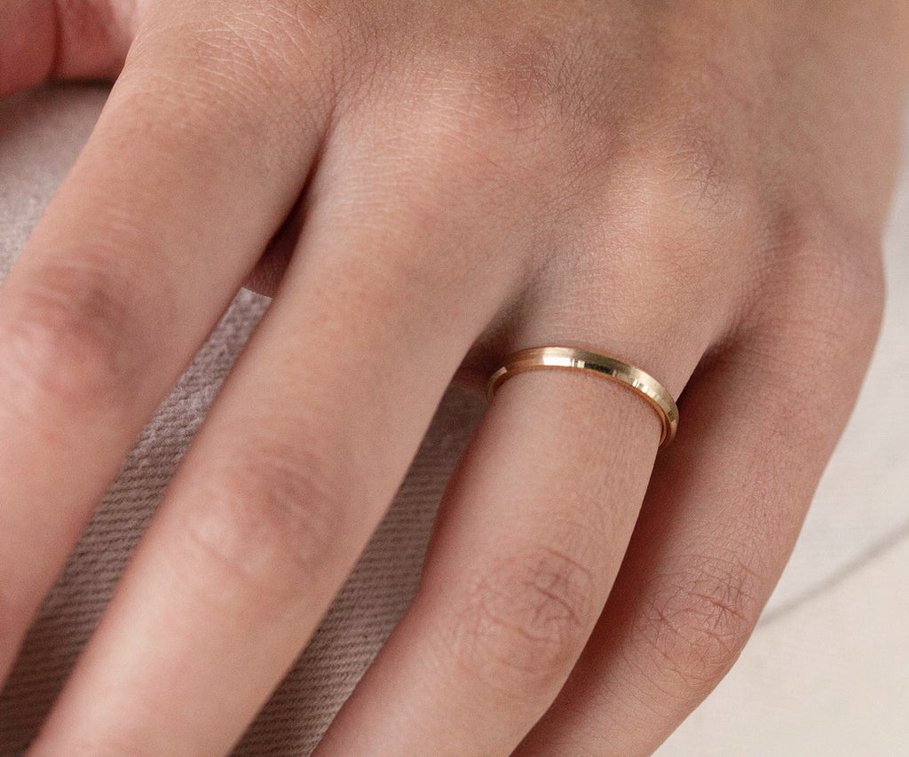 solid gold bevelled ring 2mm band contemporary engagement ring wedding 9ct maya magal luxury jewellery brand london uk