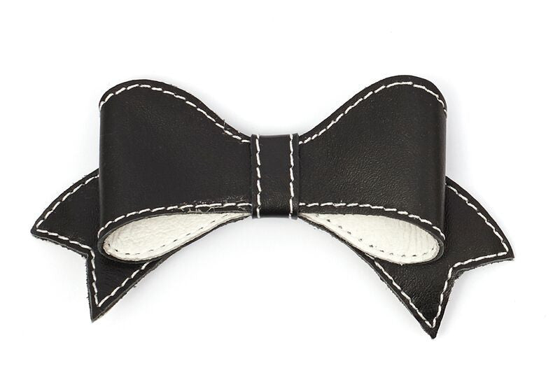 classic lasy bow with contrast