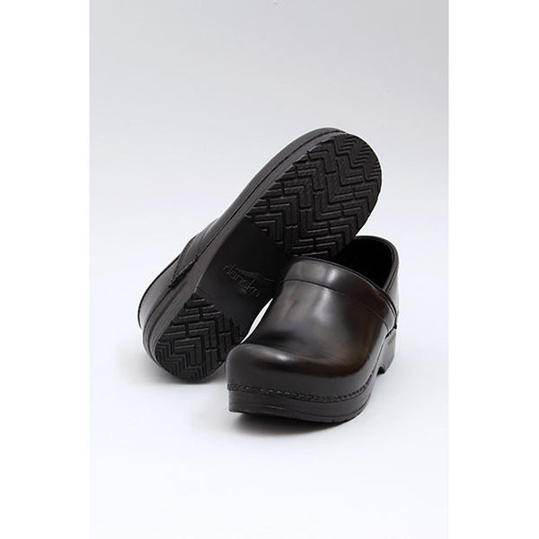Dansko: PROFESSIONAL BOX LEATHER CLOG WOMEN