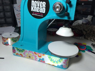 Decorate your NEVERknead polymer clay kneading machine tool with flowers!