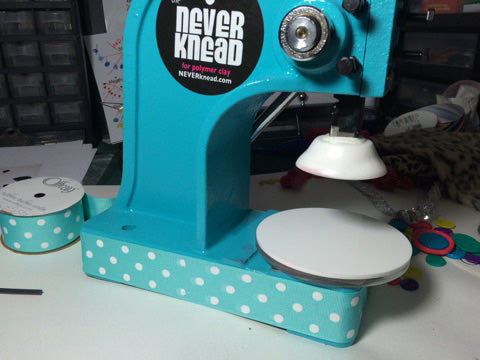 Decorate with polka dots - NEVERknead Polymer Clay Kneading Machine tool