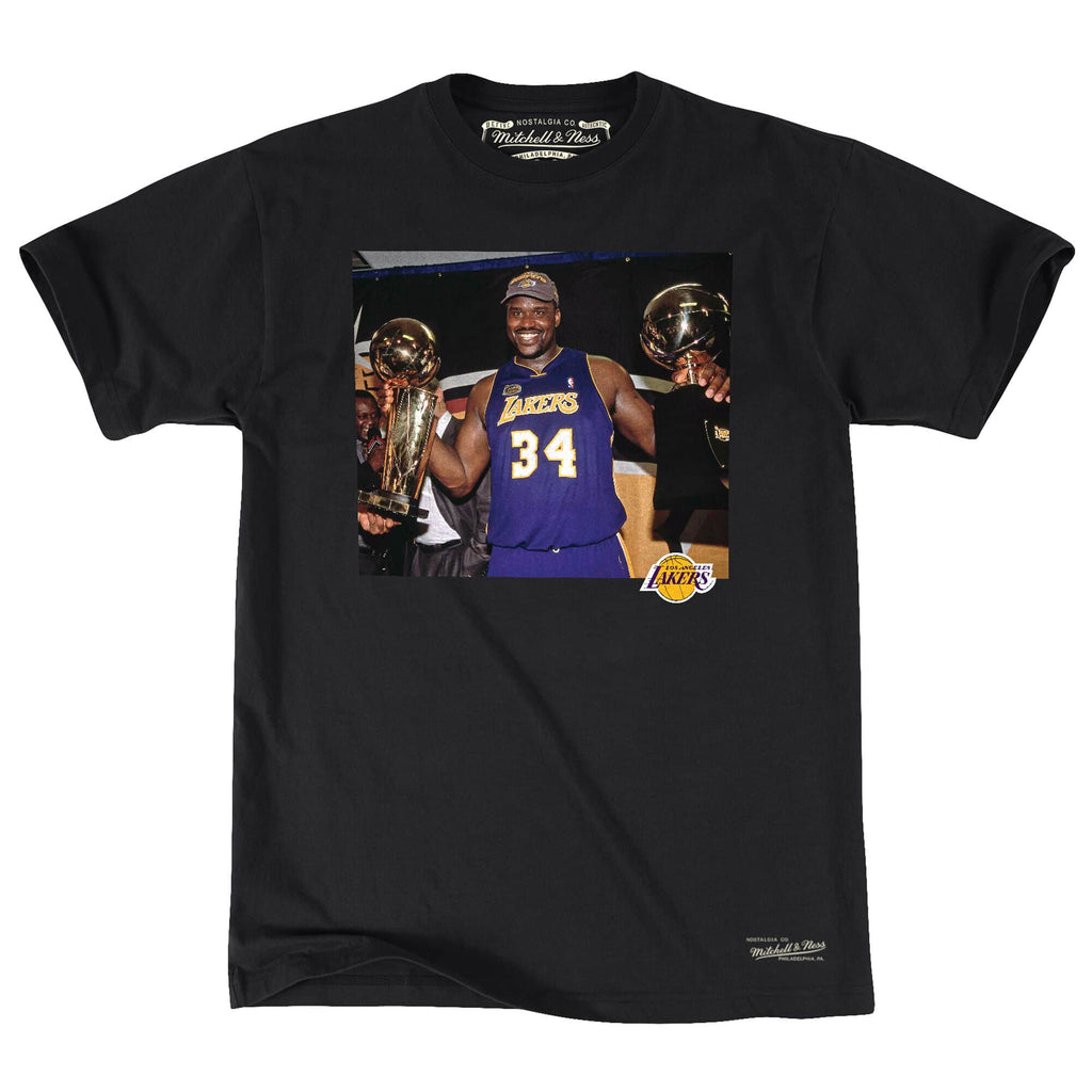 purchase cheap 52eb7 1beb3 Los Angeles Lakers Mens T-Shirt Mitchell & Ness Shaquille O'Neal Off Court  Trophy Tee