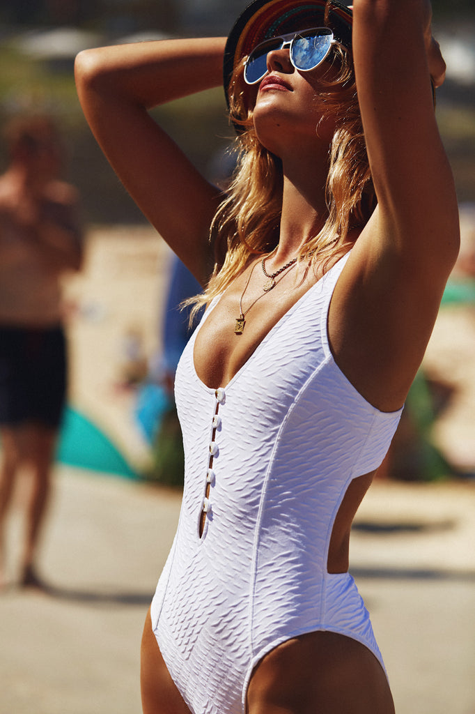 GLARE ONE PIECE - WHITE