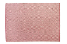 Lade das Bild in den Galerie-Viewer, Hug Rug in Coral Pink