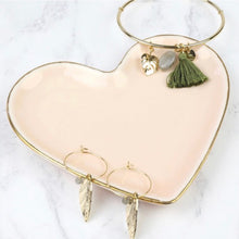 Lade das Bild in den Galerie-Viewer, Pale pink heart trinket dish