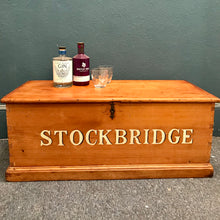 "Charger l'image dans la galerie, ""Stockbridge"" antique chest - great storage SOLD - La Di Da Interiors"
