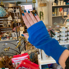 Lade das Bild in den Galerie-Viewer, Recycled Cashmere Hand Warmers
